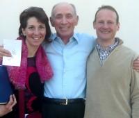 Patricia Roudil, présidente de l'Association, et Bernard Groom, enseignant, avec Kenneth Wapnick en visite à la Fondation pour Un cours en miracles en 2013